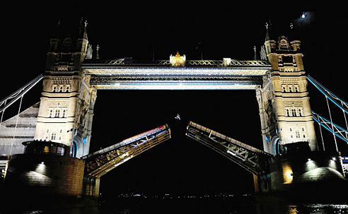 飞跃英国伦敦塔桥