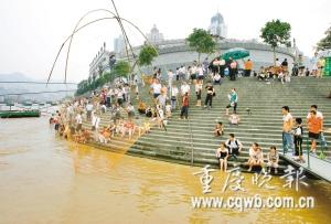 重庆两江陡涨水速达5米 秒 海事局 下河游泳危险图片