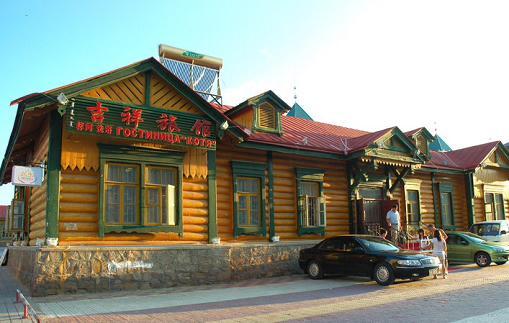 """满洲里市内的俄式旧屋""""木刻楞"""""""