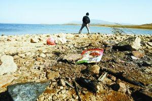 无序旅游破坏水库环境 北京密云水库内湖垃圾